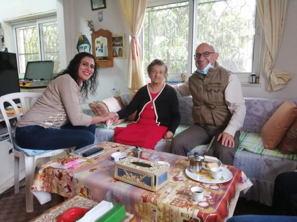 نادي المسنين في بيت ساحور يوزع طروداً غذائية وهدايا على رواده