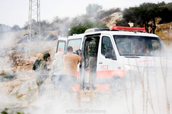 الهلال الأحمر الفلسطيني يُطالب بوقف الاعتداءات على طواقم الجمعية ومركباتها