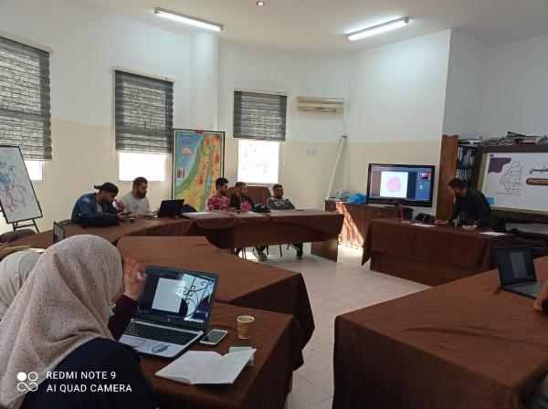 تجمع الخريجين الفلسطيني يختتم دورة تدريبية لتطوير قدرات الفريق الاعلامي للتجمع