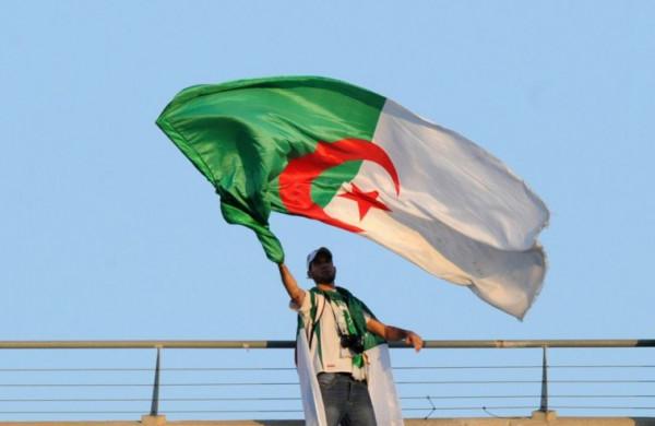 الجزائر تنفي منع مواطنيها من دخول الإمارات