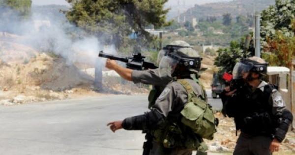 إصابة ثلاثة مواطنين بالرصاص المطاطي والعشرات بالاختناق شرق رام الله