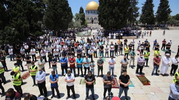 الآلاف يؤدون صلاة الجمعة في المسجد الأقصى رغم مضايقات الاحتلال
