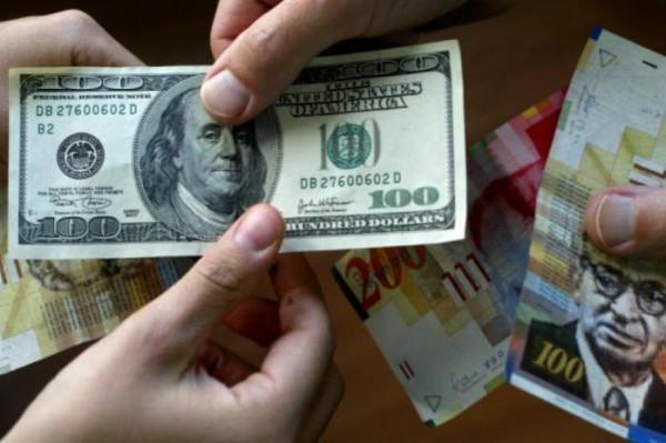 الدولار يُواصل انخفاضه مقابل الشيكل