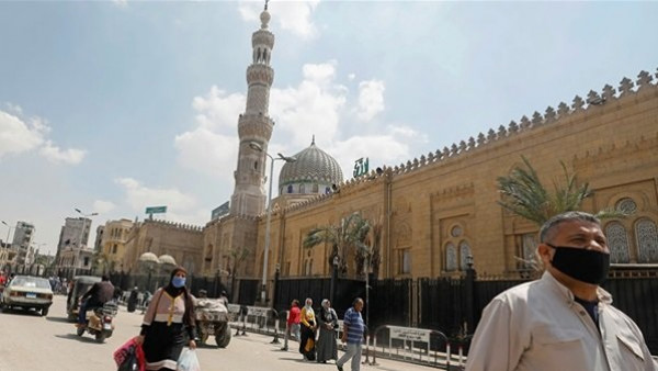 الحكومة المصرية توضح حقيقة إغلاق كافة المساجد تحسباً للموجة الثانية لفيروس (كورونا)