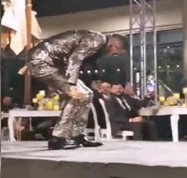 شاهد: الفنان المصري محمد رمضان يتعرض لموقف محرج في دبي