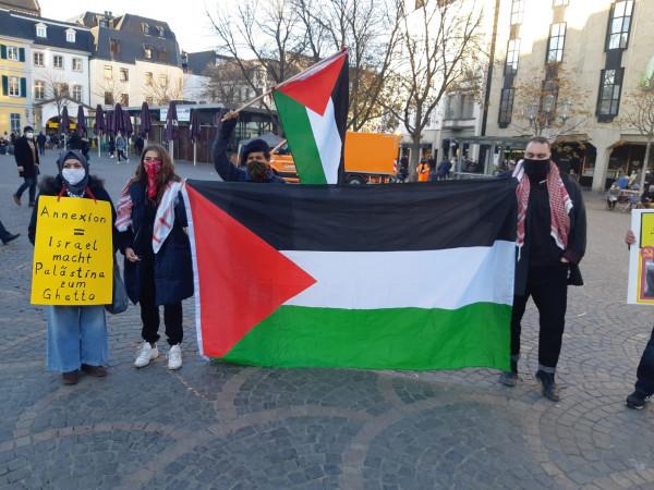 """وقفة جماهيرية حاشدة في """"بون"""" بمناسبة اليوم العالمي للتضامن مع الشعب الفلسطيني"""