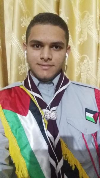 طالب بمدرسة خالد الثانوية للبنين بالوسطى يمثل فلسطين بالمخيم الكشفي العربي الافتراضي