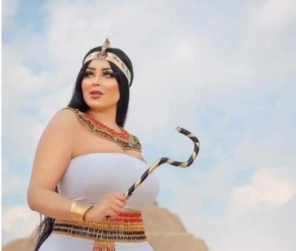 """تحمل إيحاءات جنسية..الأثار المصرية تُحيل عارضة أزياء للتحقيق بسبب""""فوتوسيشن"""""""