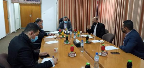 """لمواجهة تداعيات (كورونا).. """"الاقتصاد"""" بغزة تعقد لقاءات مع وزارة الزراعة والقطاع الخاص"""
