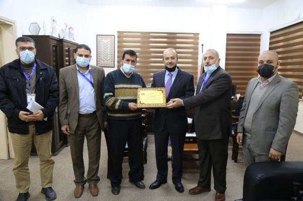 وزارة التعليم تثمن مبادرة الكاتب الفلسطيني نعمان فيصل