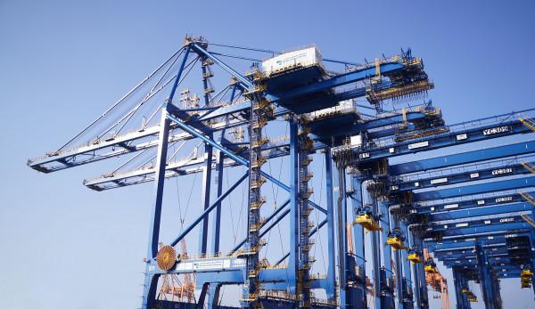 """محطة بوابة البحر الأحمر تحصد جائزة """"دعم التجارة البحرية المستدامة"""" لعام 2020"""