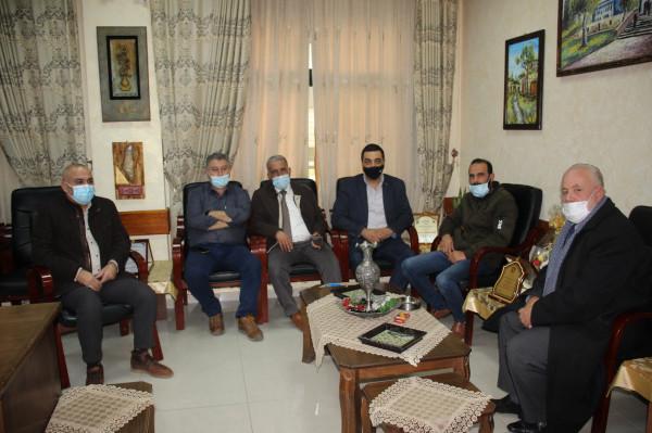 وفد من حركة (فتح) إقليم قلقيلية يهنئ المعلمين بيومهم