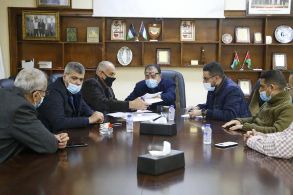 قلقيلية: اجتماع لجنة المشتريات للنظر في العروض المقدمة لتوريد المعدات الطبية
