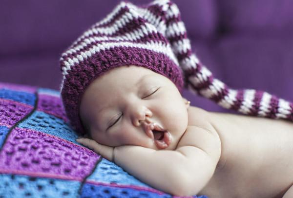 طرق بسيطة لتنويم طفلكِ 9999093305