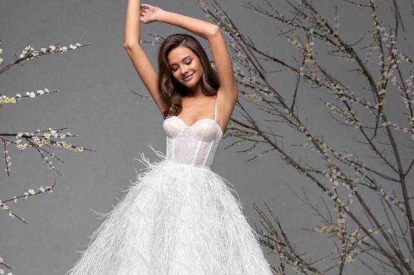 موديلات فساتين أعراس قصيرة لعروس 2021