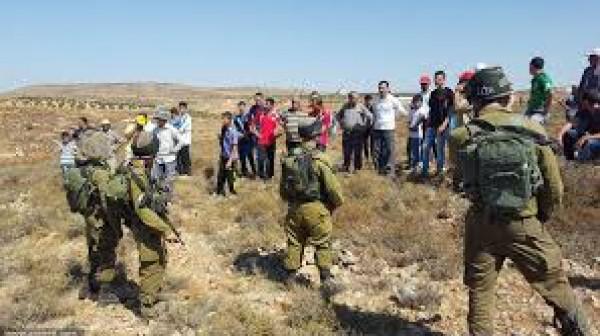 الاحتلال يمنع مزارعي قريوت وجالود من استصلاح أراضيهم