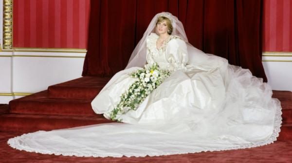 ما سر فستان الزفاف الثاني للأميرة ديانا الذي اختفى ؟