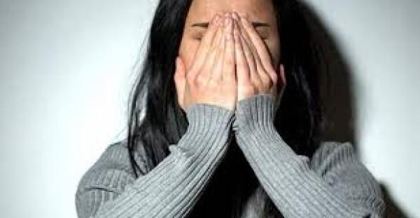 """مصري يغتصب طالبة في بيته .. ويضربها """"فكرتيني بمراتي"""""""