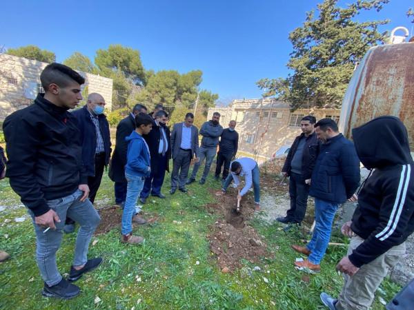 فعاليات بيت لحم تحيي يوم الشهيد الفلسطيني بزراعة أشتال الزيتون