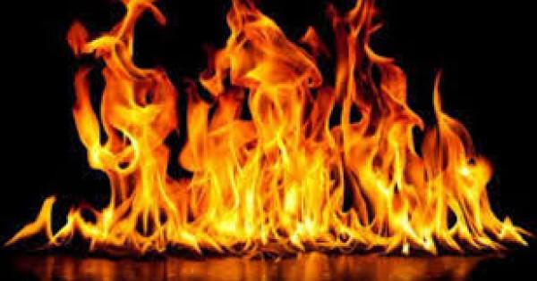 بسبب المخبز.. شاب يشعل النيران في سيدة ونجلها