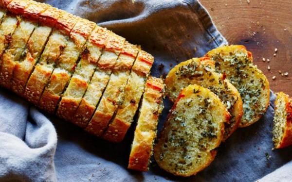 خبز بالثوم لمقبلات شهية 9999096947