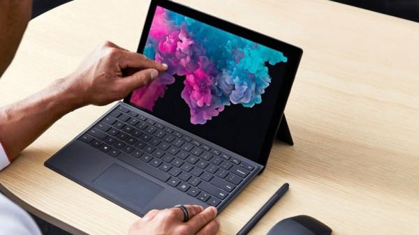 """شاهد: مايكروسوفت تطرح حاسوب """"المؤتمرات"""" الجديد"""