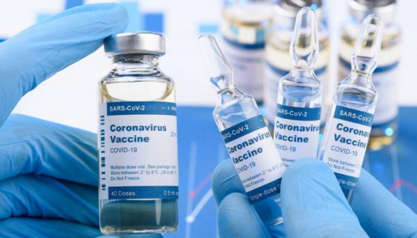 الإمارات تحقق أعلى معدل توزيع جرعات لقاح (كورونا)
