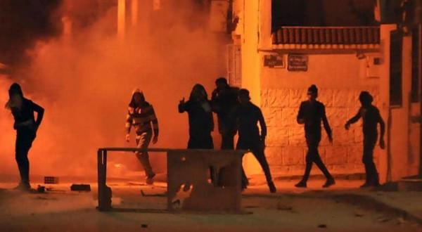 احتجاجات عنيفة تجتاح مدنًا تونسية