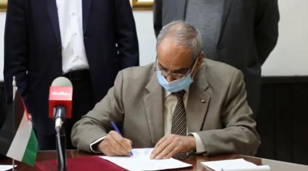 شاهد: الأشغال توقع اتفاقيات بأربعة ملايين دولار لتأهيل مشروعين بمحافظة رام الله
