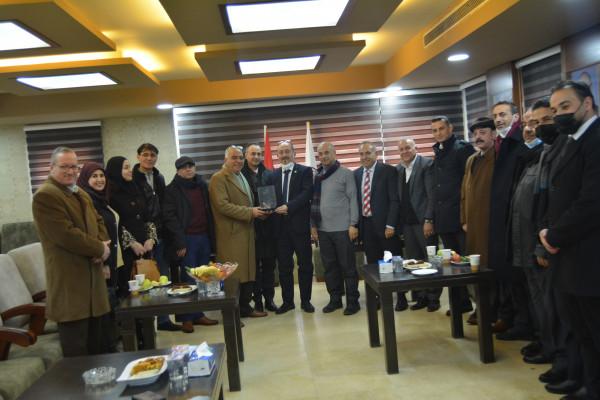 ملتقى رجال الأعمال الفلسطينيين يستقبل مدير مخابرات محافظة الخليل