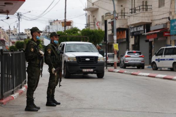 جنين: الشرطة تلقي القبض على مطلوبين للعدالة صادر بحقهم مذكرات قضائية