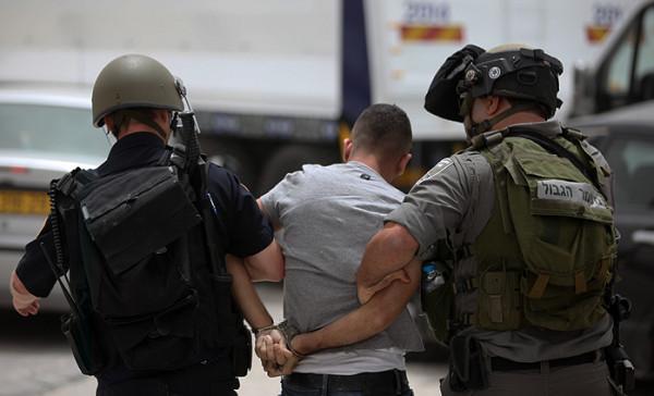 الاحتلال يعتقل ستة مواطنين من الخليل