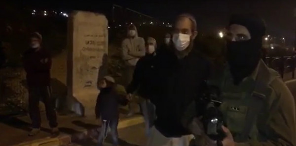 الأغوار الشمالية: مستوطنون يرشقون مركبات المواطنين بالحجارة