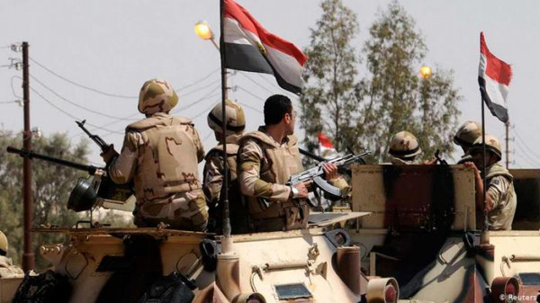 قتيل وثلاثة جرحى جراء تفجير تبناه تنظيم الدولة بسيناء المصرية