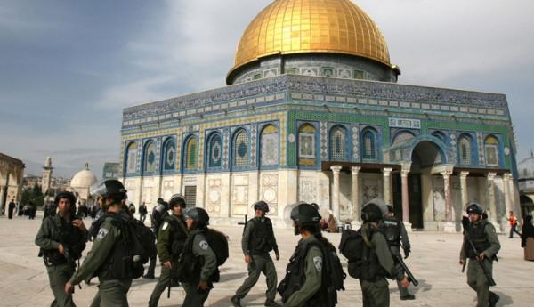 لليوم الثاني على التوالي.. جنود الاحتلال يقتحمون المسجد الأقصى