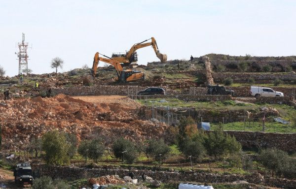 سلطات الاحتلال تجرف أراضٍ جنوب بيت لحم