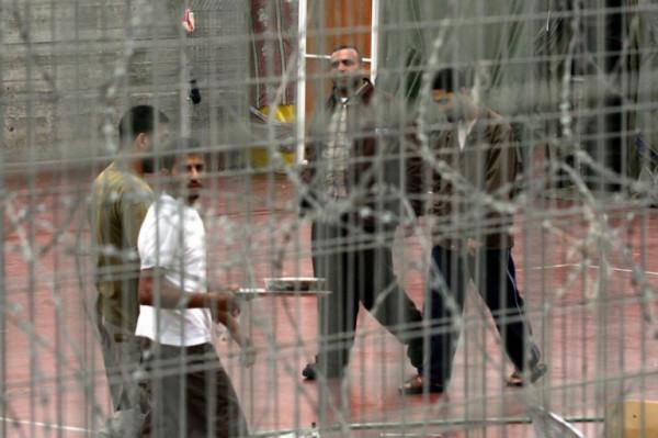 الشقيقان قواسمة من الخليل يدخلان أعواماً جديدة في سجون الاحتلال