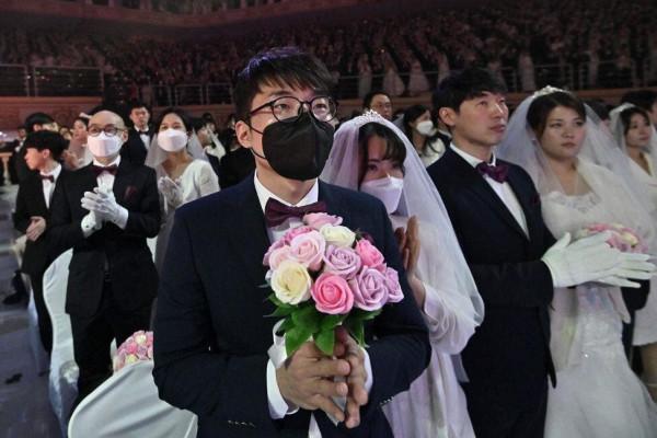 """حفل زفاف يتحول للعبة """"الغميضة"""" مع الشرطة بسبب (كورونا)"""