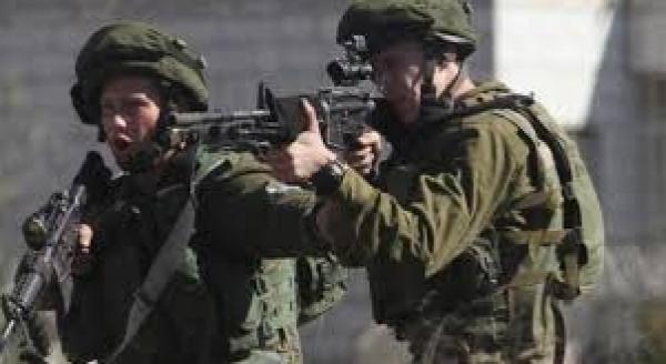 إصابة شاب برصاص الاحتلال خلال مواجهات في دير أبو مشعل