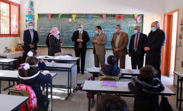 غزة: رئيس متابعة العمل الحكومي يشيد باستعدادات التعليم لاستئناف الدراسة للصفوف من (7-11)