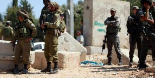 نابلس: الاحتلال يغلق مدخل قرية عراق بورين بالسواتر الترابية