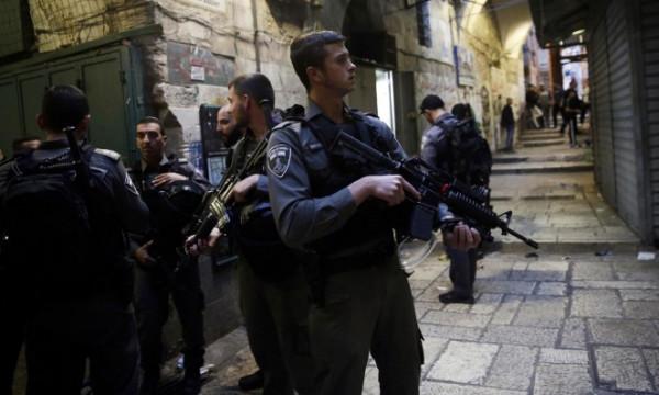 القدس: الاحتلال يُجبر أهالي قرية الجيب على إزالة مسجد أسسوه في (كرفان)