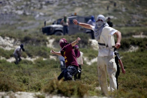 مزارعون يتصدون لهجوم المستوطنين جنوب بيت لحم