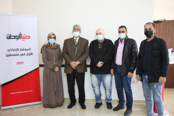 """صور: وفد من وزارة العمل بغزة يزور مقر شركة """"دنيا الوطن"""""""