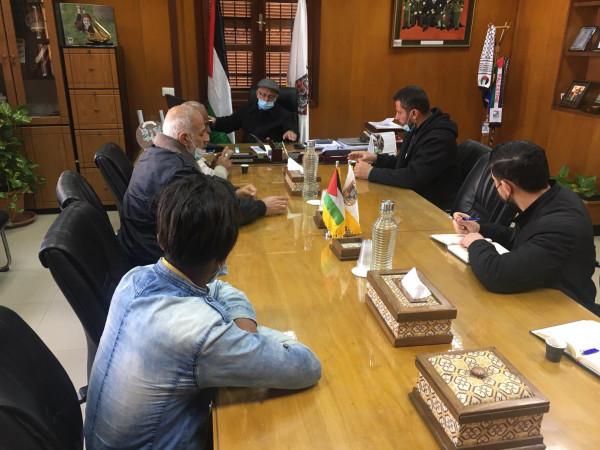 تفاصيل اجتماع رئيس بلدية غزة مع وفد من الباعة الجائلين بحي الرمال