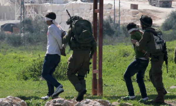 قوات الاحتلال تعتقل 3 مواطنين من مخيم الجلزون