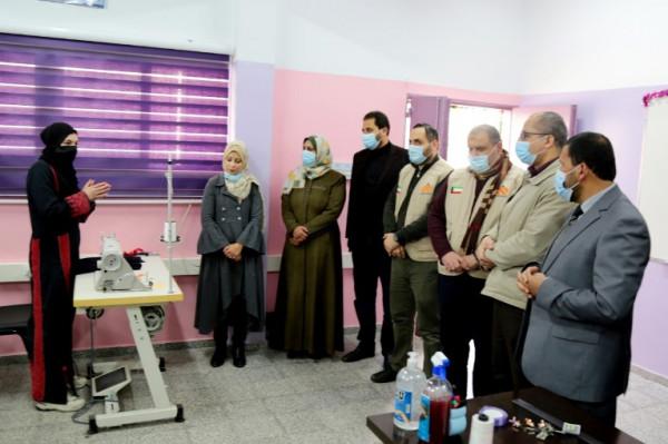 """صور: """"التعليم"""" بغزة تفتتح وحدتين للتعليم المهني في مجال تصميم الأزياء"""