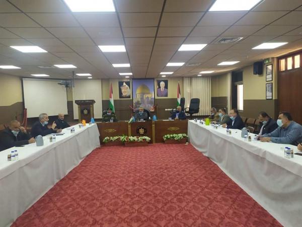 محافظ طولكرم يترأس اجتماع لجنة الطوارئ للحد من تفشي فيروس كورونا