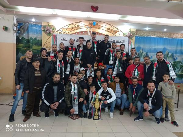 اللجنة الشعبة لخدمات مخيم العين تكرم فريق كرة القدم والجهاز الفني والإداري