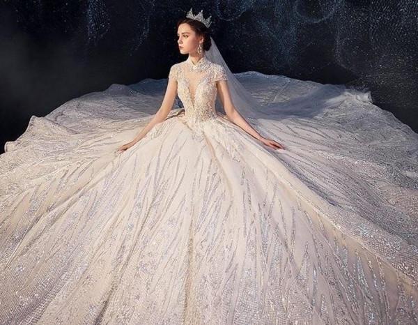 إليكِ نصائح ضعيها في اعتبارك قبل شراء فستان الزفاف